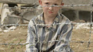 Photo of Çizgili pijamalı çocuk